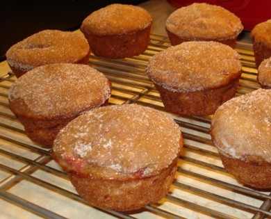 Strawberry Smashed Muffins with Cinnamon-Sugar Topping