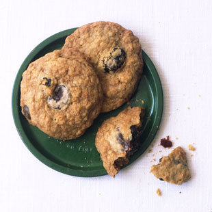 mare_chocolate_chip_oatmeal_cookies_with_dried_cherries_v